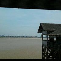 Photo taken at ครัวอัญัญริมฝั่งโขง by Candiiz B. on 12/3/2011