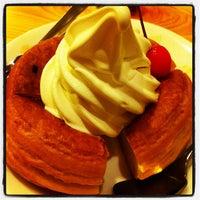 Photo taken at Komeda's Coffee by Takayuki T. on 11/3/2011