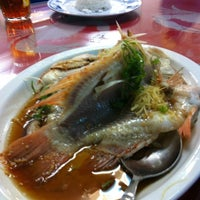 Photo taken at 大茄来海鲜餐厅 Welcome Seafood Restaurant by Tengku Farid Iskandar on 2/18/2012
