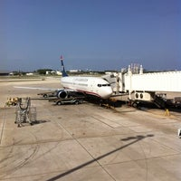 Photo taken at Gate E5 by Suzlb on 8/7/2012