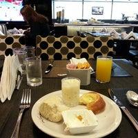 Foto tomada en Hotel Lennox por Jamir G. el 8/12/2012