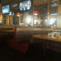 Photo taken at Applebee's by Isis C. on 11/15/2011