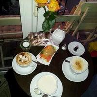 Das Foto wurde bei Cafe Coo Coo von Nils P. am 12/12/2011 aufgenommen
