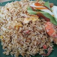 Photo taken at Pasir Panjang Food Centre by David L. on 11/9/2011