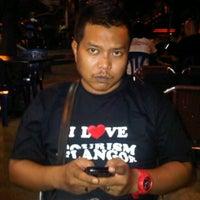Photo taken at Kedai Makan Tajul by Ɋfariez r. on 4/8/2012