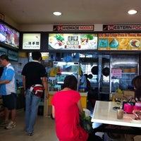 Photo taken at Zhen Xiang Handmade Noodles (Mee Hoon Kuay) by SuperRio W. on 2/24/2011