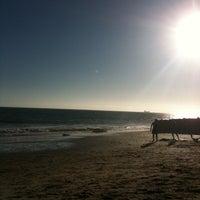 Foto tirada no(a) Praia dos Gémeos por olga m. em 8/17/2012