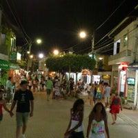 Foto tirada no(a) Calçadão de Porto de Galinhas por Bruno R. em 1/27/2012