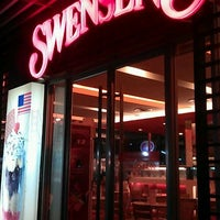 Photo taken at Swensen's by RoBia C. on 10/27/2011