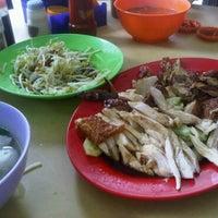 Photo taken at Chicken Rice Jalan Meru by June W. on 5/31/2011