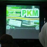 Photo taken at Gedung Biomedik Fakultas Kedokteran by Fenny K. on 9/14/2011