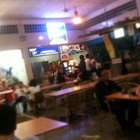 Photo taken at Botak Jones by Pohui K. on 11/11/2011