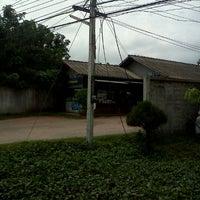 Photo taken at ก๊วยเตี๋ยวเป่าปาก @โนนไทย by K.narajan N. on 11/27/2011