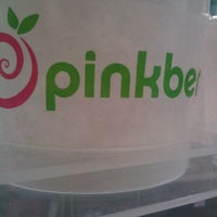 Photo taken at Pinkberry by Shayne S. on 11/28/2011