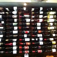 Photo prise au The Wine Den par EK B. le3/6/2011