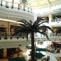 Foto tirada no(a) Shopping Iguatemi por Fabiano T. em 8/17/2012