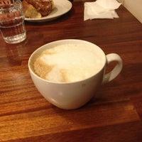 Foto scattata a Max's Cafe da Peppi K. il 6/19/2012