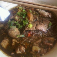 Photo taken at ก๋วยเตี๋ยวแม่ยาย @เชียงคำ by Yoza' N. on 1/17/2012