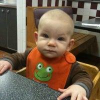 Das Foto wurde bei Braum's Ice Cream & Dairy Store von T. E. am 12/10/2011 aufgenommen