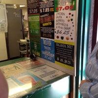 8/25/2012 tarihinde Sadieziyaretçi tarafından Trujillo's Taco Shop'de çekilen fotoğraf