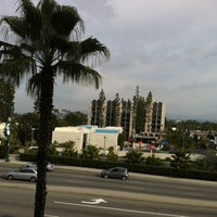 Photo taken at Howard Johnson Anaheim Hotel and Water Playground by Tim R. on 1/8/2011
