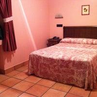 Foto tomada en Hotel Naranjo de Bulnes por Belen F. el 7/23/2011