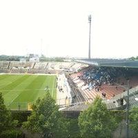 Foto scattata a Städtisches Stadion an der Grünwalder Straße da David il 5/28/2011