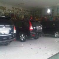Photo taken at Pagerwojo Motor (Castrol Auto Service) by Titin K. on 12/3/2011