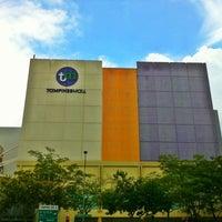 รูปภาพถ่ายที่ Tampines Mall โดย Edwin T. เมื่อ 3/9/2011