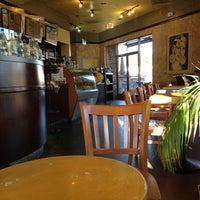 Снимок сделан в It's A Grind Coffee House пользователем Elizabeth S. 2/23/2012