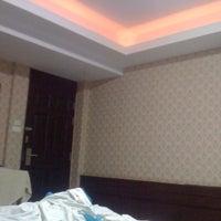 Photo taken at โรงแรมรื่นรมย์ by หนุ่มสกล ค. on 1/19/2012
