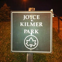 Das Foto wurde bei Joyce Kilmer Park von Anna M. am 9/23/2011 aufgenommen
