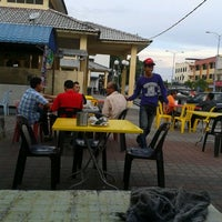 Photo taken at Kedai Minum Rahim by nazieyatul akmar a. on 2/21/2012
