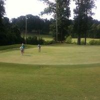 Photo prise au Charlie Yates Golf Course par Alexandra M. le5/28/2012