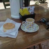 Foto diambil di Café Amigo oleh Wagner T. pada 11/9/2011