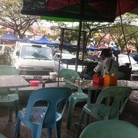 Photo taken at Restoran Manissah by Si Gaki Besar on 2/12/2011
