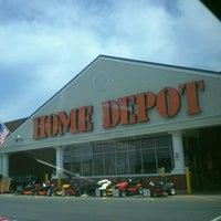 Foto tirada no(a) The Home Depot por Angelina B. em 8/13/2011