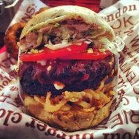 Photo taken at Red Robin Gourmet Burgers by ʇɹǝql∀  ɹ. on 5/28/2012