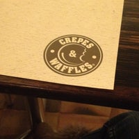Photo prise au Crepes & Waffles par Juliana B. le9/9/2012