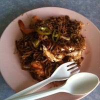 Photo taken at Astaka Taman Tun Sardon by Quebard on 1/9/2011