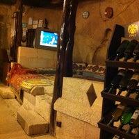 4/1/2011 tarihinde Tamy K.ziyaretçi tarafından Flintstones Cave Hotel'de çekilen fotoğraf