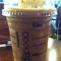 Photo prise au Starbucks par Rika H. le9/13/2012