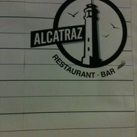 Photo taken at Alcatraz  Rest Bar - Alitas y Cerveza by Rafa R. on 12/9/2011