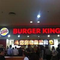 Foto tirada no(a) Burger King por Mario K. em 4/27/2012