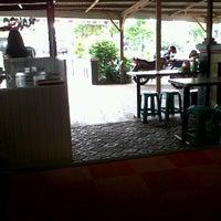 Photo taken at Bakso Balungan Bu Nani by Agus Feri S. on 1/6/2012