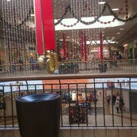 Foto scattata a Rogue Valley Mall da Vanessa S. il 11/25/2011