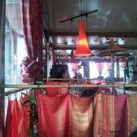 Das Foto wurde bei East-West Grille von Liza M. am 7/28/2012 aufgenommen