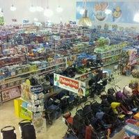 Foto tomada en Toy Planet Lucena por Jaime M. el 11/8/2011
