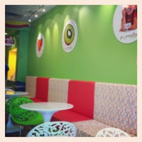 Photo taken at Yo Paradise- Frozen Yogurt*Smoothies by Jeff B. on 7/15/2012