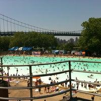 Foto tomada en Astoria Park Pool por Georgio A. el 7/5/2012